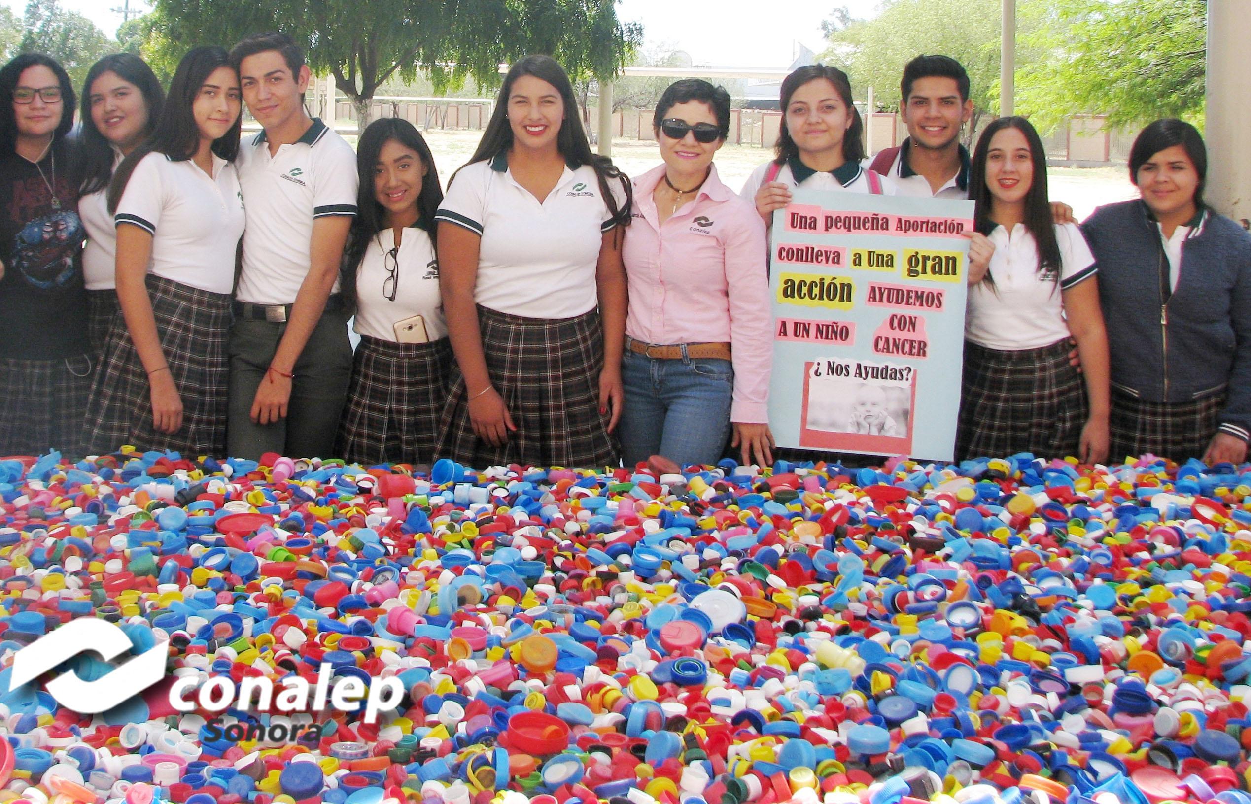 Alumnos de #CONALEPHermosillo1 entregan 40,000  tapas de plástico  a la Asociación FONSI.