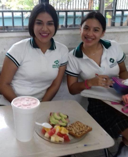 Estudiantes de Biología de #CONALEPGuaymas exponen sobre temas de Nutrición.