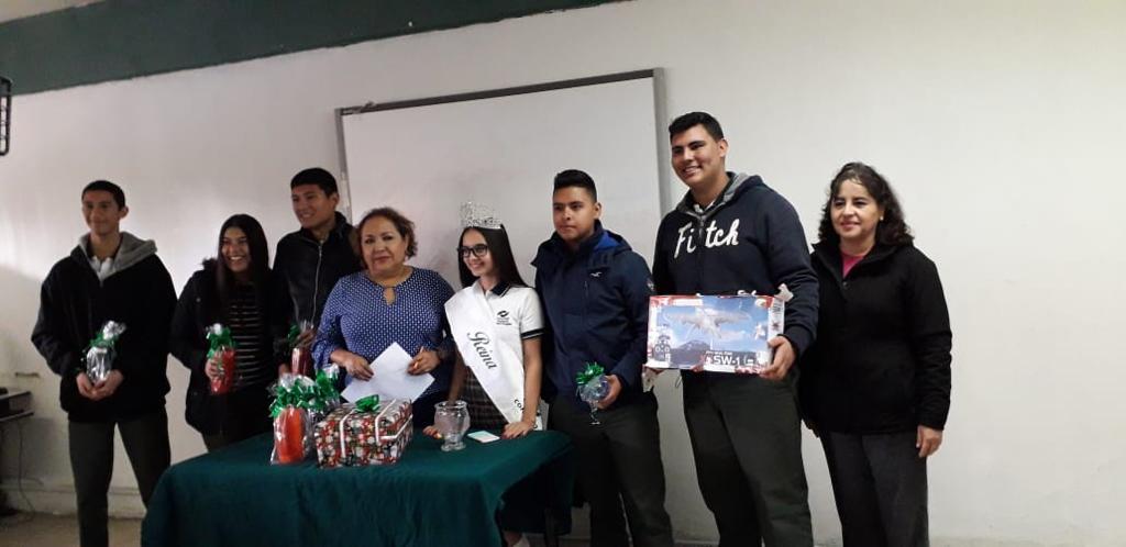 Directora de Vinculación entrega regalos a Alumnos de Conalep Plantel Nogales con Promedio de 10