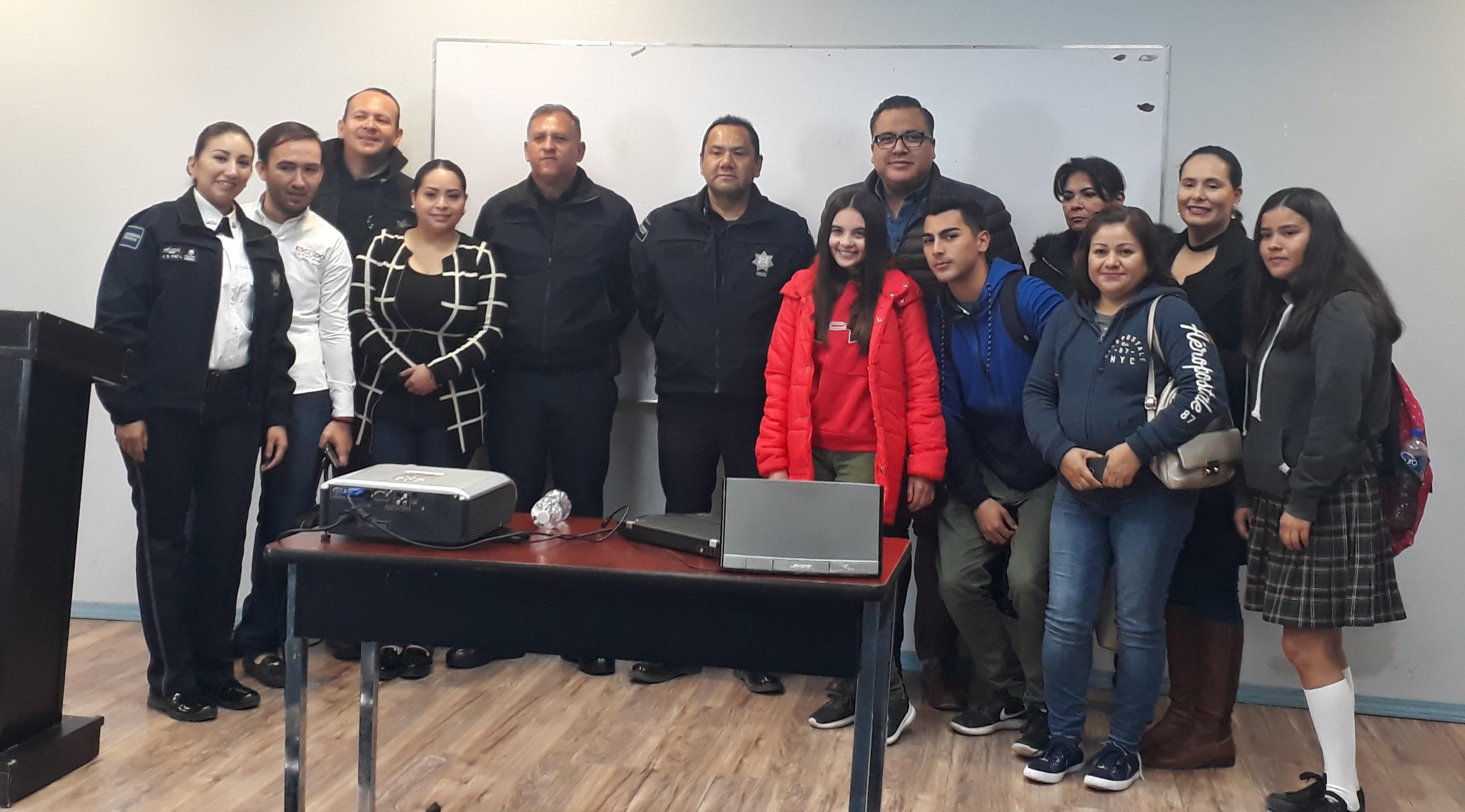 Integrantes del Comité de Internet Seguro de Conalep Nogales, participan en Conferencia Cibernética.