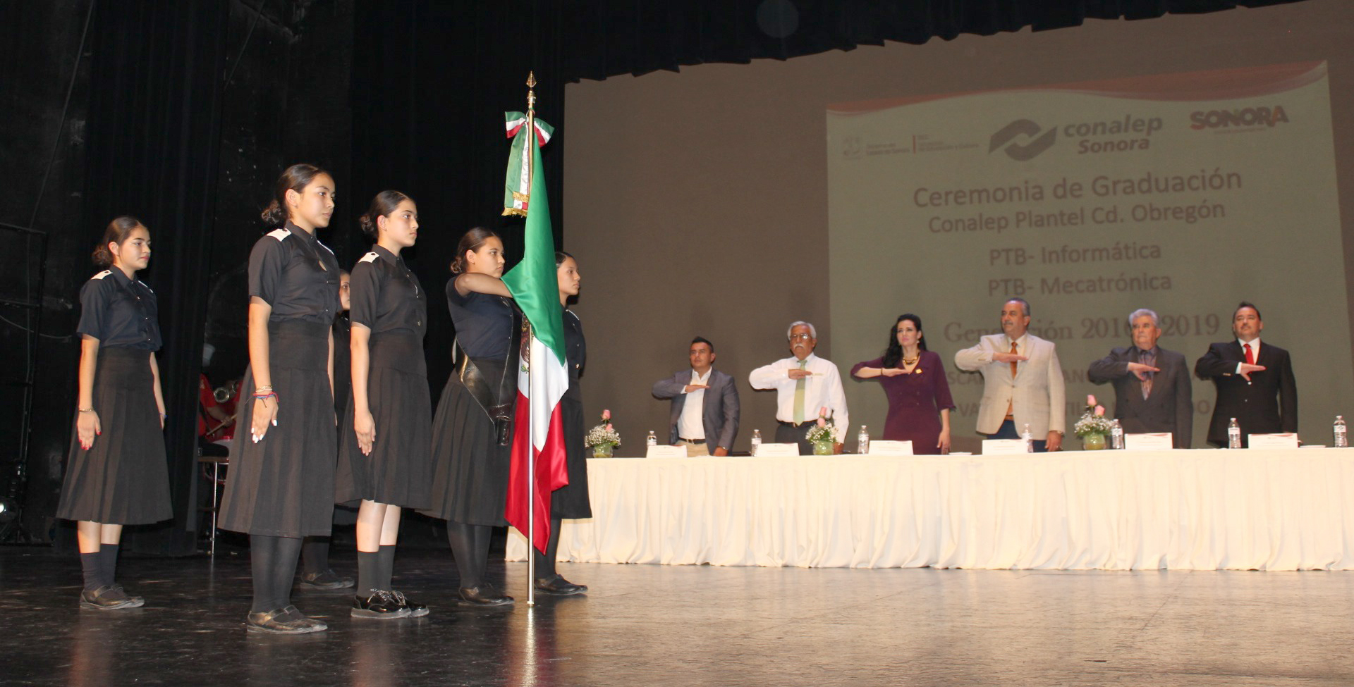 Graduación de carreras de PTB Informática y Mecatrónica Generación 2016-2019