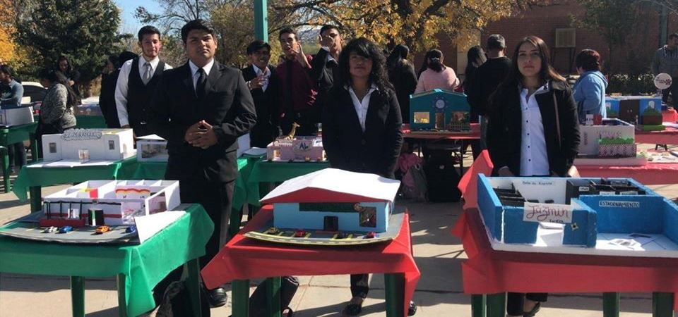 Alumnos de 5to semestre presentan Feria de Proyectos Productivos